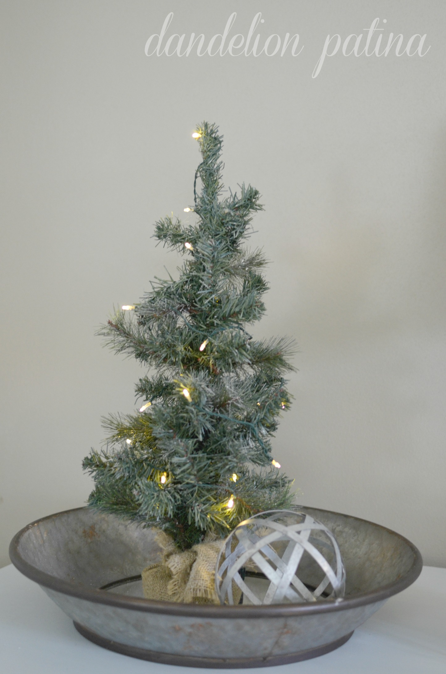 christmas tree with burlap tree skirt