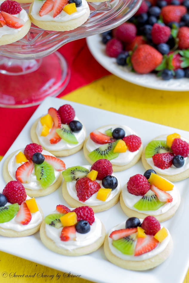 mini fruit pizzas from Sweet and Savory