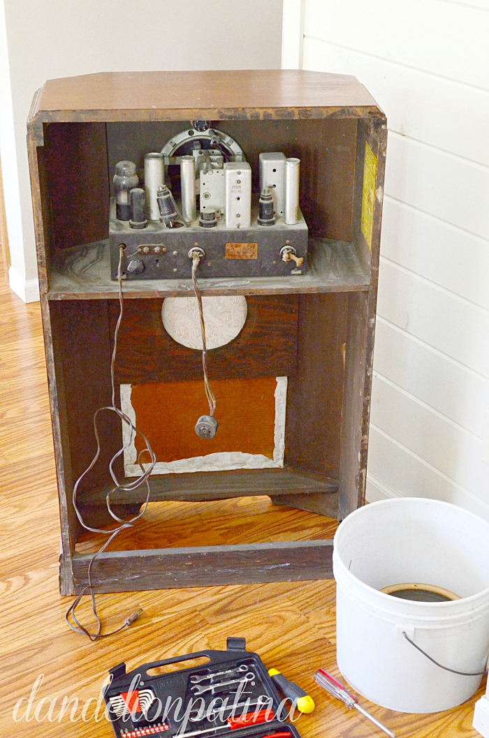 antique stromberg and carlson radio from the 1930's