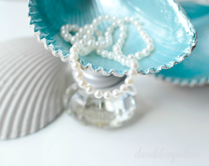 Create unique jewelry bowls with a few easy steps and Martha Stewart Multi-surface acrylic paints