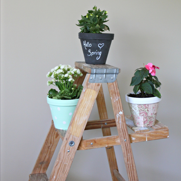 DIY flower pots painted and decoupaged by making it in the mountains