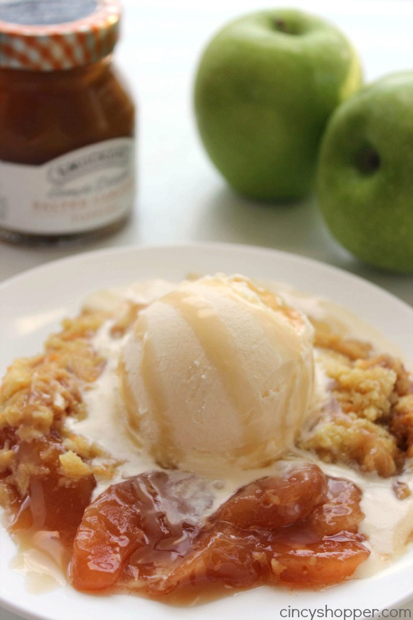slow cooker caramel apple dump cake