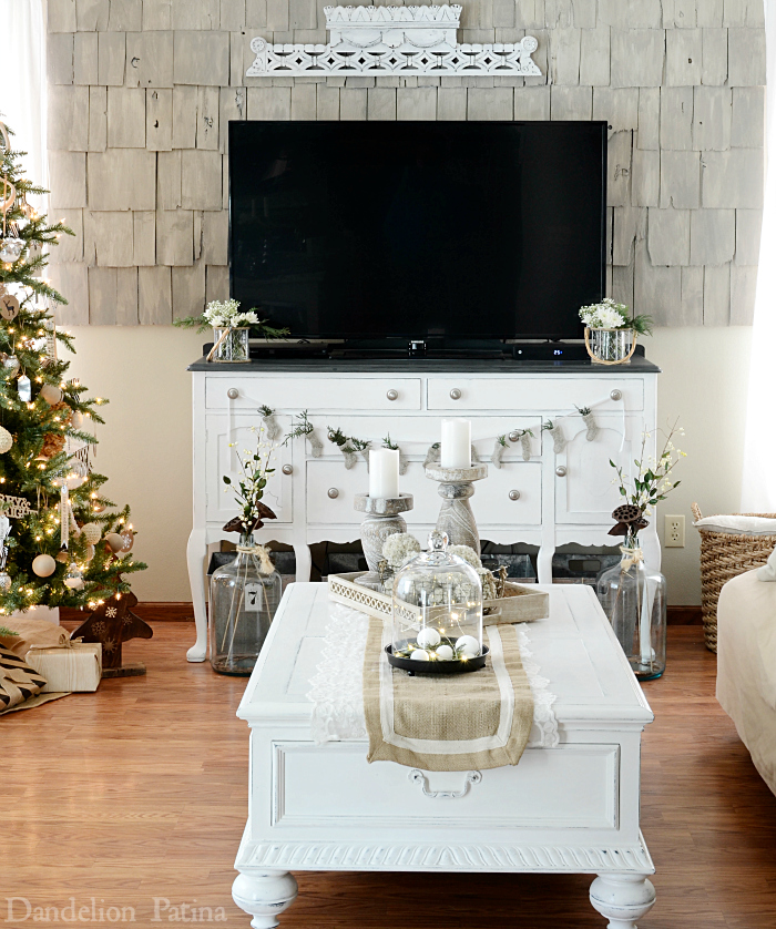 Happy Holidays Home Tour with Country Living Magazine featuring cottage style living room decked out for Christmas via dandelionpatina.com #cottagestyle