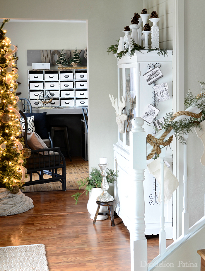 cottage style entry and foyer decorated for the holidays via dandelionpatina.com #cottagestyle