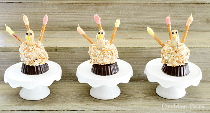 OREO Cookie Ball Pretzel Turkeys for Thanksgiving via dandelionpatina.com
