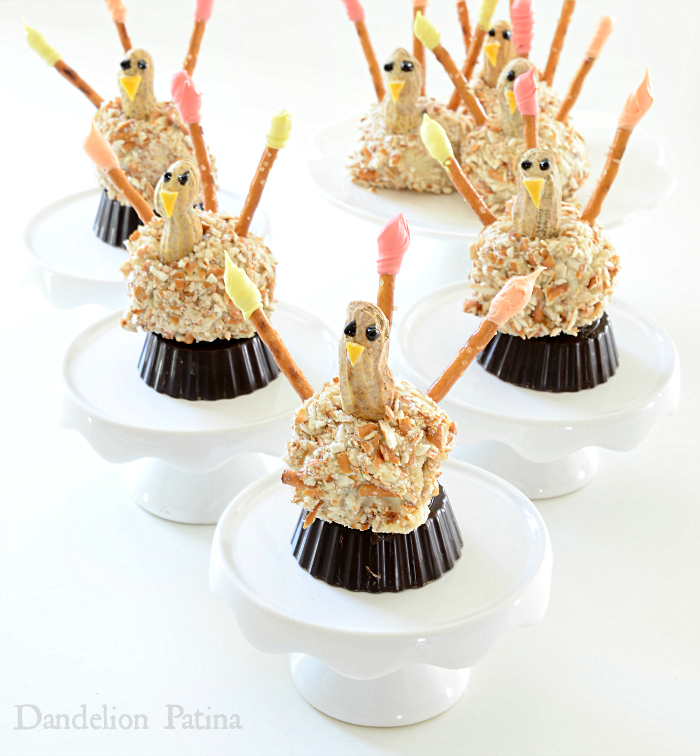 OREO Cookie Ball Pretzel Turkeys via dandelionpatina.com