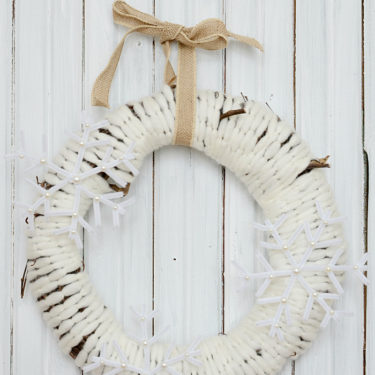 cozy farmhouse style snowflake wreath. The perfect embellishment for your front door. #farmhousestyle