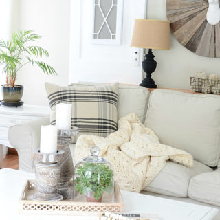 Gorgeous farmhouse style living room. I love these simple ways to cozy up the home during the winter months! via dandelionpatina.com #farmhousestyle #livingroom