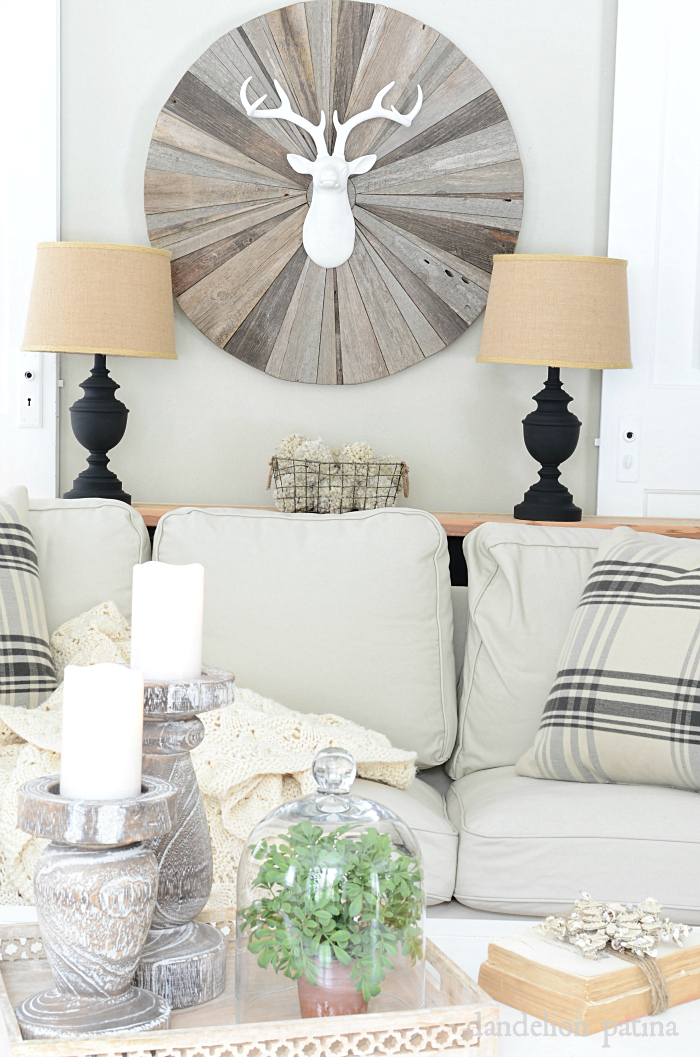 Looking for ideas to create that cozy space during the winter months? These inspiring ideas will be your solution. via dandelionpatina.com #farmhousestyle