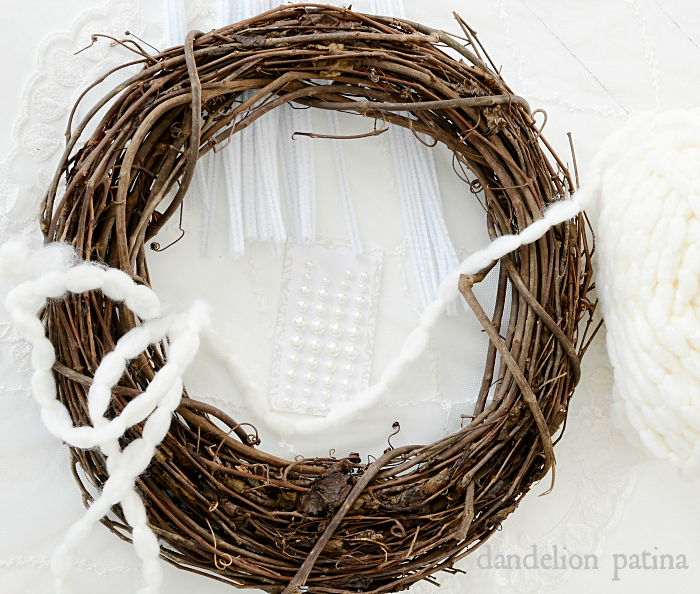 farmhouse snowflake wreath tutorial via dandelionpatina.com #farmhousestyle
