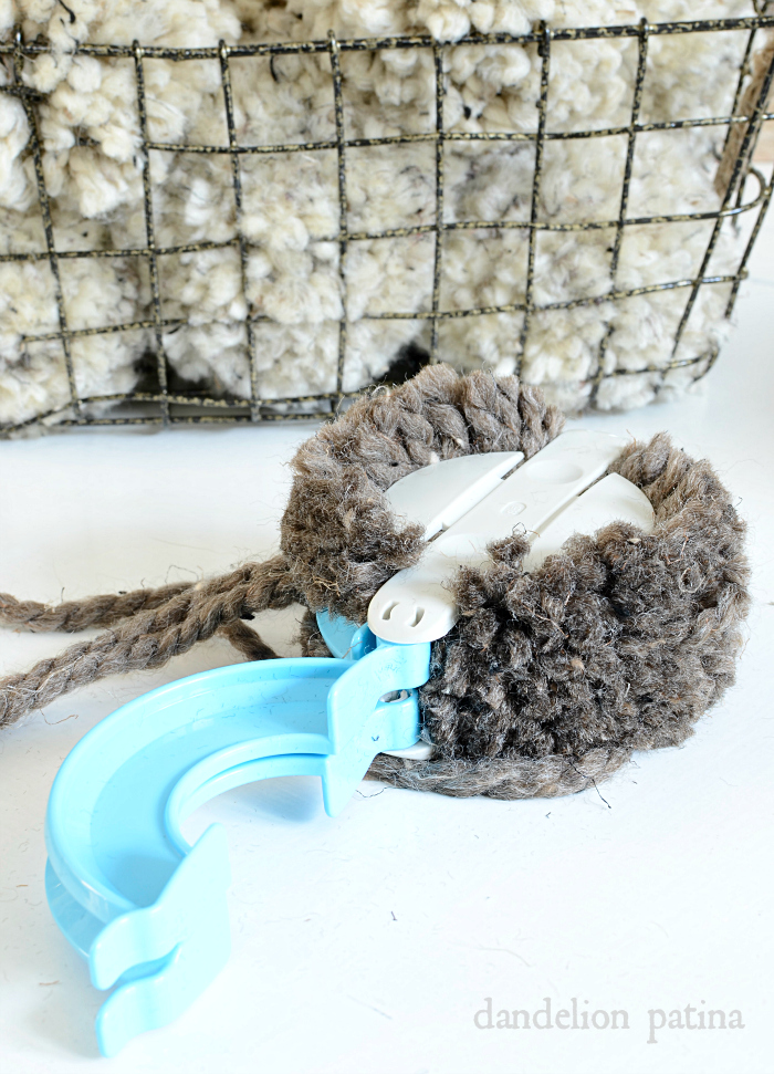 So fun! DIY farmhouse style chunky pom poms that you can make in minutes! via dandelionpatina.com