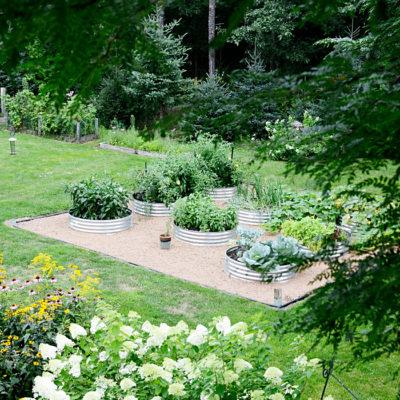 Simple Raised Garden Farmhouse Style