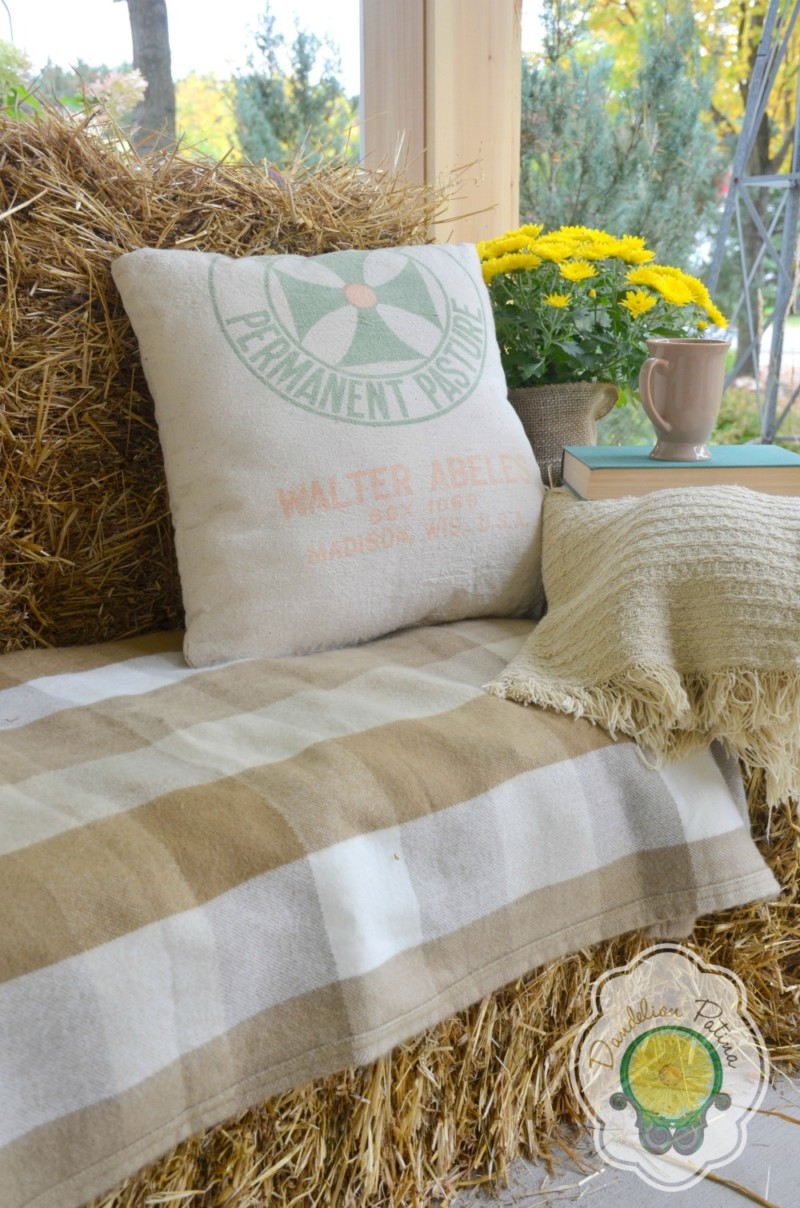 rustic haybale lounger fall farmhouse porch decor ideas