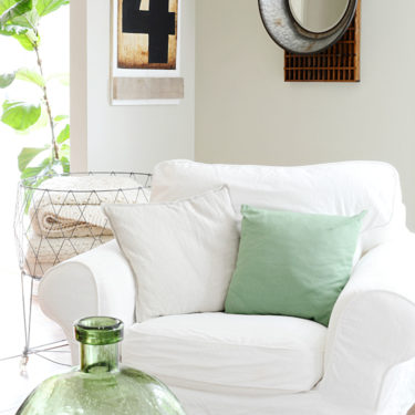 simple and cozy farmhouse style living room