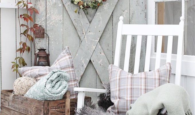 10 Cozy Fall Farmhouse Porch Decor Ideas